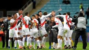 Peruvian players celebrate at the end of their Copa America football tournament semi-final match against Chile at the Gremio Arena in Porto Alegre, Brazil, on July 3, 2019. (Photo by Raul ARBOLEDA / AFP)