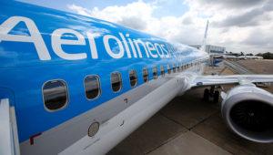Vista parcial de un avión Boeing de la empresa estatal Aerolíneas Argentinas. Foto: Agustín Marcarián/Infobae