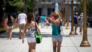 El 77% de las urbes tendrán un clima distinto al actual, con temperaturas más altas propias de otras ciudades ubicadas unos 1.000 kilómetros a su sur, más cerca de los trópicos.   Internet