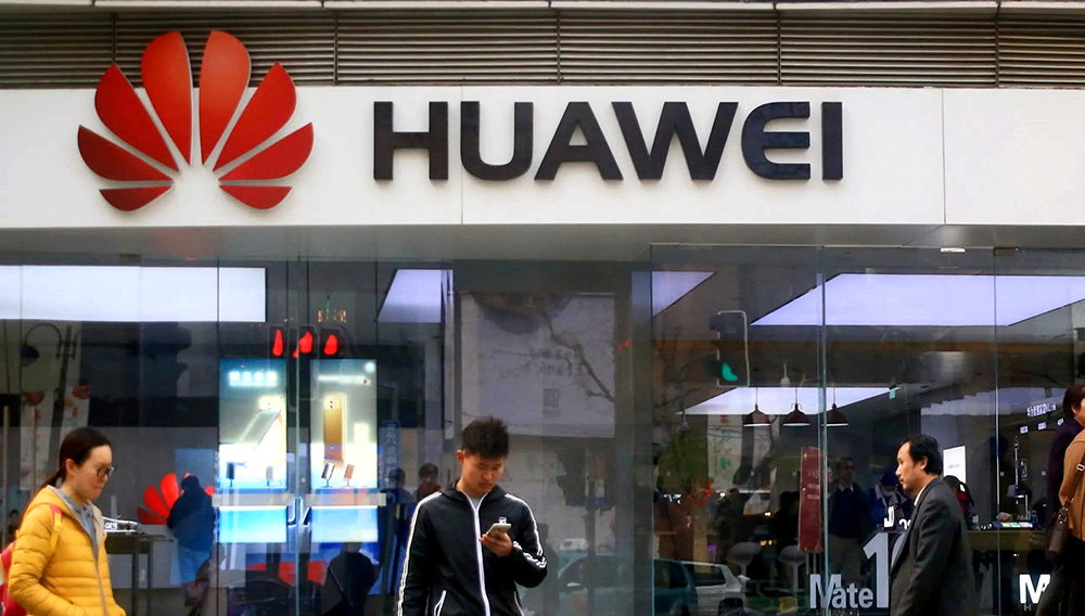 A Huawei store in Shanghai. The company increased phone shipments in China as new models sold briskly. | Photo by Kosaku Mimura