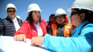 Ministra de Transportes y Comunicaciones, María Jara, supervisa el desarrollo de las obras del aeropuerto internacional de Chinchero, en la región Cusco.   Foto: MTC Perú