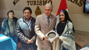 BOLIVIA ENTREGA A PERÚ 10 PIEZAS PREHISPÁNICAS INCAUTADAS AL TRÁFICO ILÍCITO. | Foto: Ministerio de Culturas y Turismo de Bolivia.