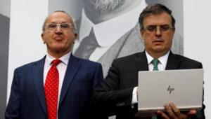 Marcelo Ebrard, elegido por López Obrador como futuro canciller y Jesus Seade, el jefe negociador del presidente electo para el TLCAN (REUTERS/Edgard Garrido)