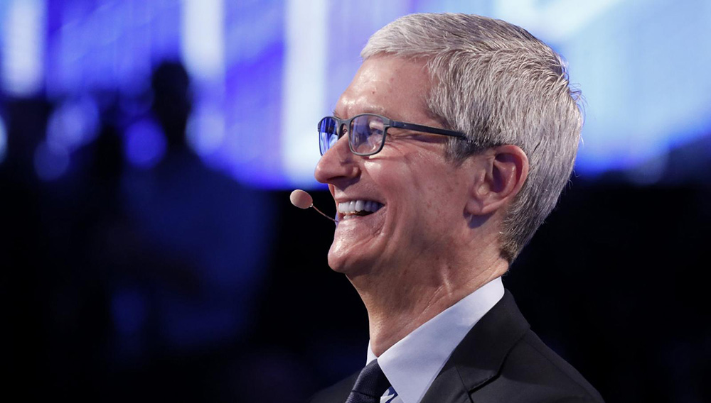 Tim Cook, plenty to smile about. | REUTERS/BRENDAN MCDERMID