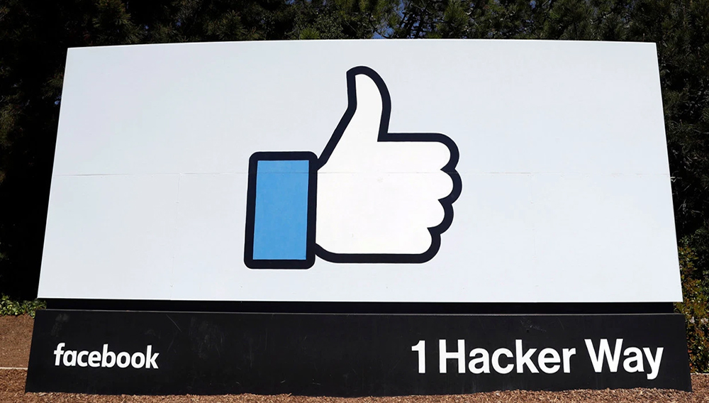 A sign leading to Facebook's company's headquarters in Menlo Park, Calif. | Photo: AP