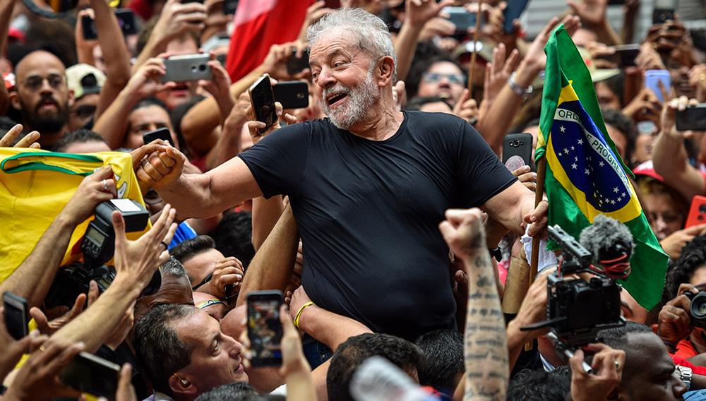 Lula comes home. | Photo: Pedro Vilela/Getty Images