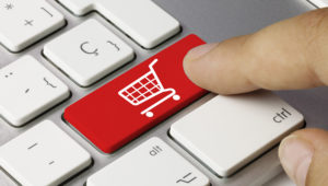 Shop cart keyboard key. Finger. Photo: Momius/Fotolia