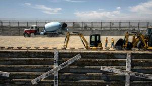 Estados Unidos inicia las obras para reemplazar la antigua cerca fronteriza entre Tijuana (México) y San Diego (California), 15 de junio de 2018. FUENTE: AFP