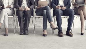 Personas postulando a un puesto de trabajo. Shutterstock