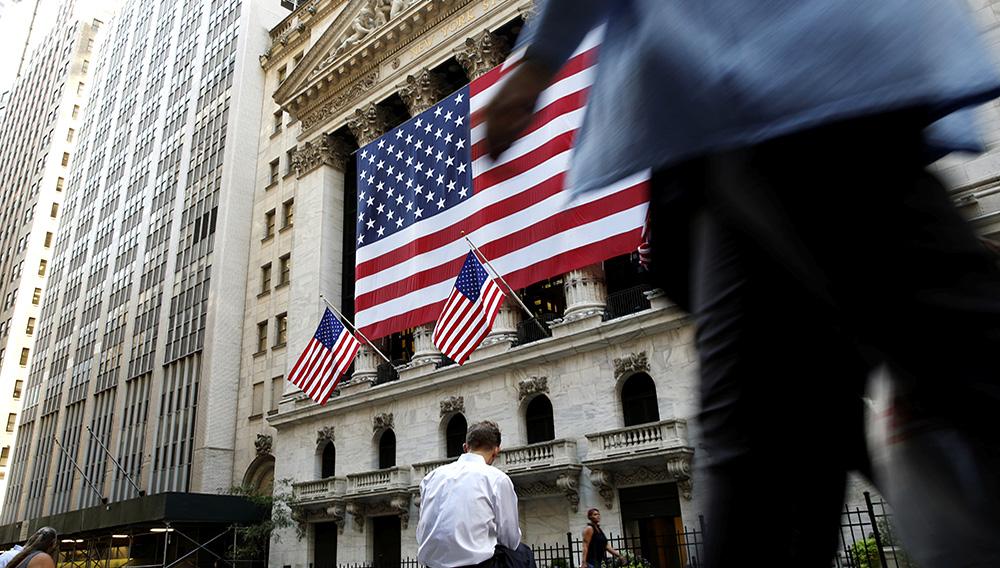 La Bourse de New York a fini en nette hausse vendredi. L'indice Dow Jones a gagné 1,2%. /Photo d'archives/REUTERS/Brendan McDermid