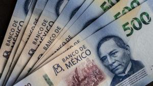 El alza representa una ruptura de las políticas recientes de México, cuando los aumentos al salario mínimo apenas superaban la inflación para ayudar a que los exportadores a Estados Unidos pudieran mantener bajos los costos. Foto: Bloomberg News