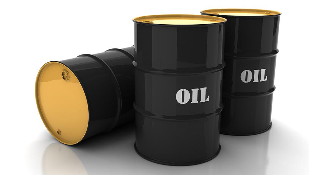 Barriles de petróleo negros con la marca.   Dreamstime