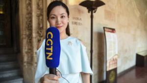 Imagen de una de las periodistas del equipo de la televisión estatal china. Foto: Sergio Manzano/Universidad de Salamanca