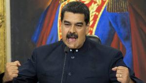 ARCHIVO - En esta fotografía de archivo del 17 de octubre de 2017, el presidente venezolano Nicolás Maduro habla durante una conferencia de prensa en el palacio presidencial de Miraflores, en Caracas, Venezuela. (AP Foto/Ariana Cubillos, archivo)