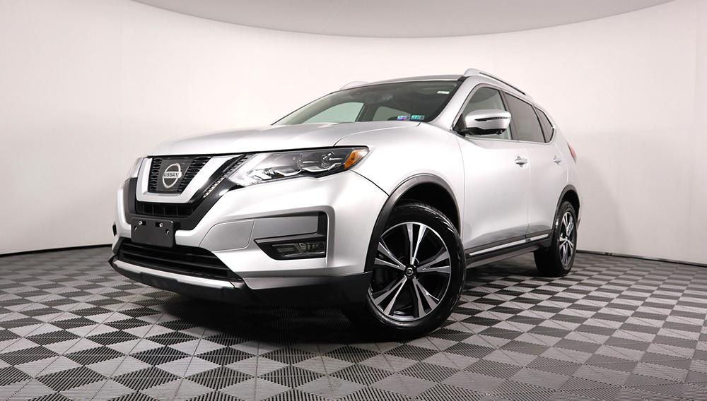 2017 Nissan Rogue SL With Navigation & AWD. | danisauto.com