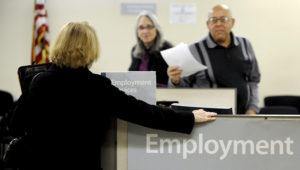 El índice de desempleo del país bajó una décima al 3,5% en febrero, el nivel más bajo en medio siglo, y mes en el que la economía creó 273.000 puestos de trabajo, según informó este viernes el Departamento de Trabajo. EFE/Justin Lane/Archivo