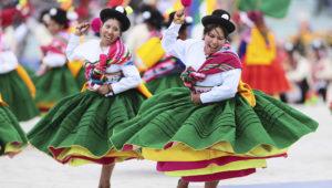 Miles danzaron durante celebración de la fiesta de la Virgen de la Candelaria en Puno. (Carlos Lezama/Andina)