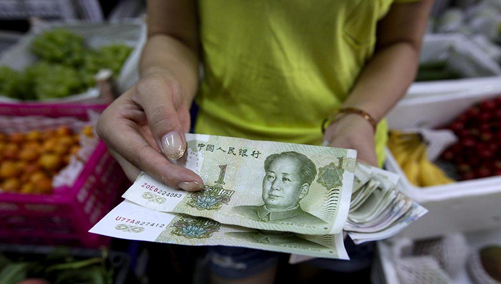Las reservas de divisas de China bajaron en febrero a 3,1067 billones de dólares (2,75 billones de euros) frente a los 3,115 billones de dólares (2,76 billones de euros) del mes anterior.EFE/Rolex Dela Pena/Archivo