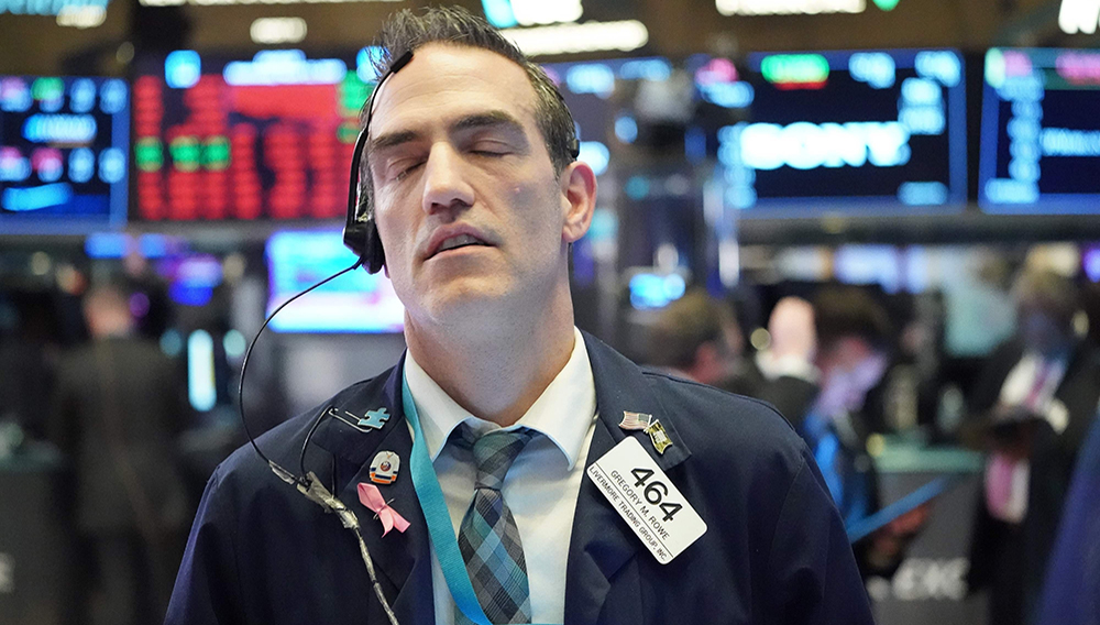 Traders work on the floor at the closing bell of the Dow Industrial Average at the New York Stock Exchange on March 11, 2020 in New York. (AFP Photo)