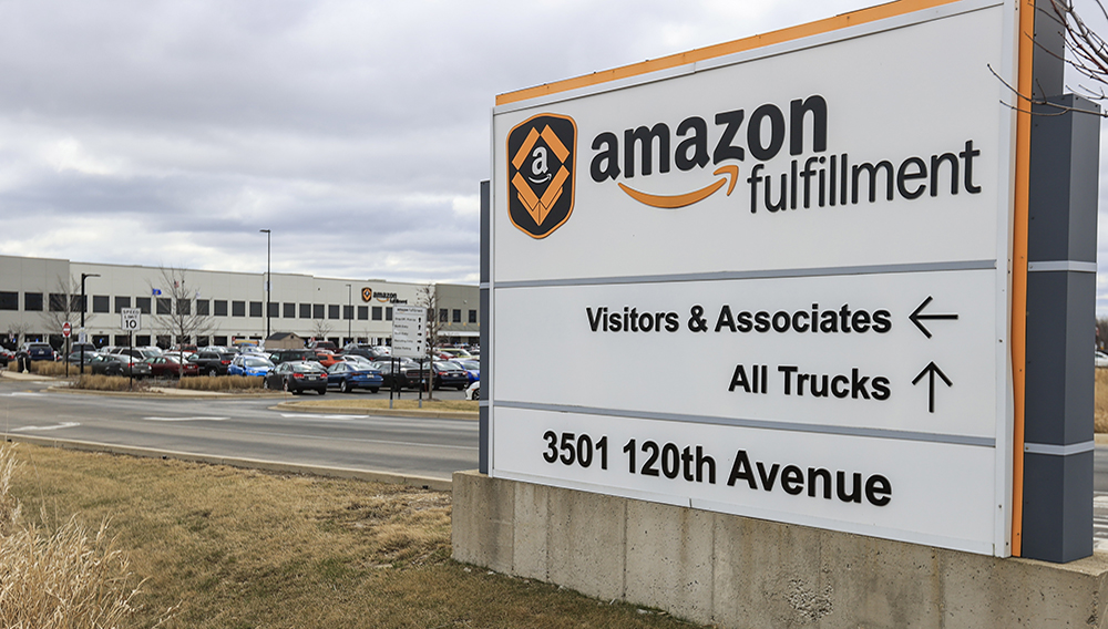 The Amazon Fulfillment Center parking lot is full in Kenosha, Wisconsin, USA. EFE/EPA/Tannen Maury/File