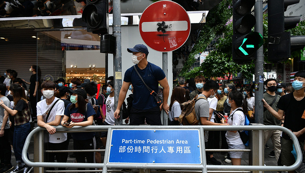 Thousands of people gathered in Hong Kong to protest against a proposed security law despite regulations prohibiting groups of more than eight people. AFP / Anthony WALLACE