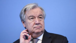Le secrétaire général des Nations unies, Antonio Guterres (photo), a mis en garde jeudi contre la tentation d'abandonner l'accord sur le programme nucléaire iranien tant qu'un texte de remplacement n'a pas été établi. /Photo prise le 23 avril 2018/REUTERS/TT News Agency/Henrik Montgomerry