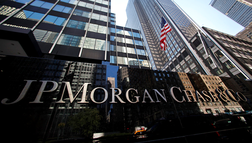 A sign outside the headquarters of JP Morgan Chase & Co in New York, September 19, 2013. | Photo: Mike Segar/Reuters