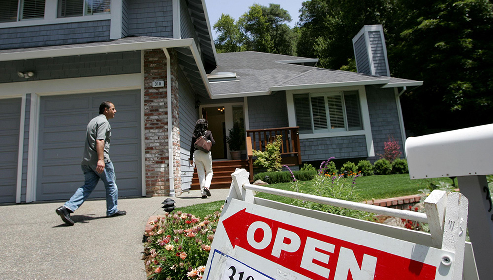 Real estate agents arrive at a brokers tour showing a house for sale with a list price of $1.3 million in San Rafael, California. (Photo by Justin Sullivan/Getty Images)