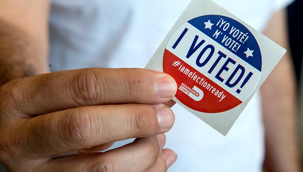 Residentes votan durante el inicio de la votación presidencial anticipada en Florida, 24/10/2016. | EFE/ Giorgio Viera