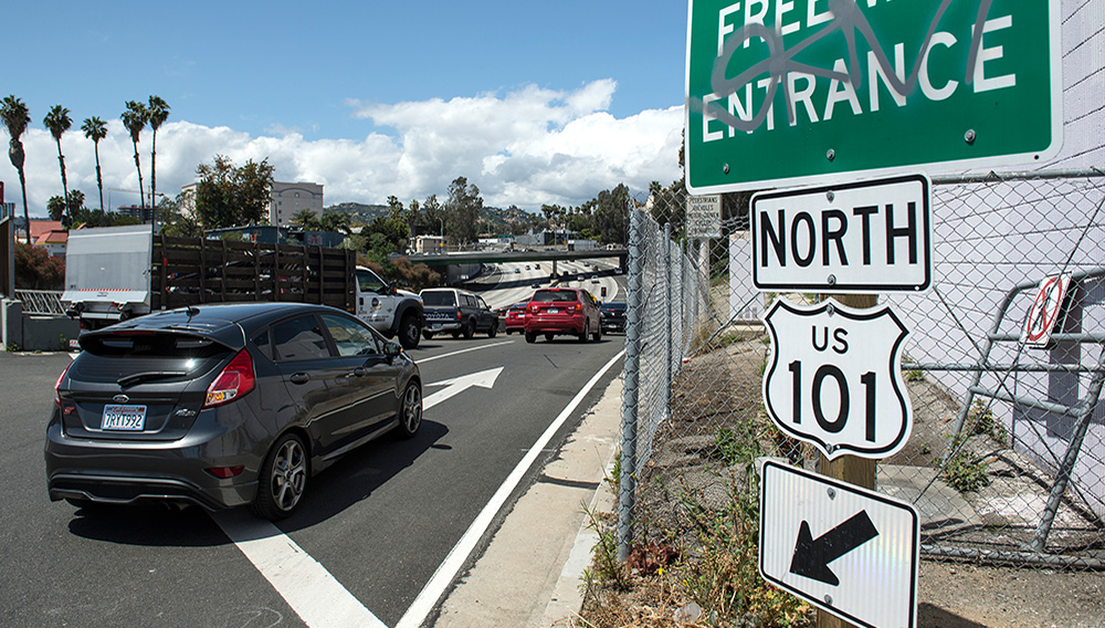 Motorists enter the northbound 101 Freeway at Hollywood Boulevard, with the help of the onramp meter, in Los Angeles on Thursday, April 13, 2017. (Photo by Ed Crisostomo, Los Angeles Daily News/SCNG)