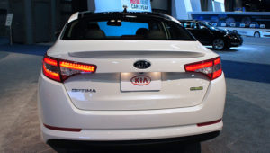 Rear view 2012 Kia Optima Hybrid exhibited at the 2012 Washington Auto Show (D.C.) | Photo: Mario Roberto Duran Ortiz