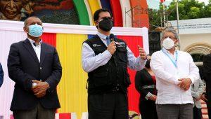Perú y Ecuador lanzan campaña binacional de vacunación contra la COVID-19 en Tumbes (17.09.21). De izquierda a derecha: Wilmer Dios Benites, gobernador regional de Tumbes; Gustavo Rosell, viceministro de Salud Pública de Perú; y José Eduardo Ruales, viceministro de Gobernanza y Vigilancia de la Salud de Ecuador. | FOTO: Ministerio de Salud de Perú (Flickr)