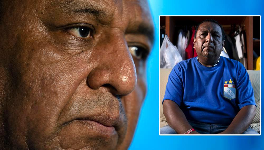 Franklin Anchahua es entrevistado en la habitación que comparte con su padre, el martes 17 de agosto de 2021, en el distrito Queens de Nueva York. Anchahua fue uno de los cientos de trabajadores hispanos que limpiaron de polvo el bajo Manhattan tras los ataques del 11 de septiembre del 2001. (AP Foto/John Minchillo)