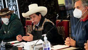 El presidente de la República, Pedro Castillo, junto al ministro de Desarrollo Agrario y Riego, Víctor Maita, sostuvo reunión con delegaciones del sector agrario el 16 de septiembre de 2021. | FOTO: Presidencia del Perú (Flickr)