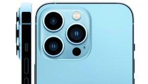 Fotografía cedida por Apple donde se muestra el detalle de las cámaras de sus nuevos modelos de gama alta del iPhone, el 13 Pro y el 13 Pro Max, que tienen la que bien podría considerarse la mejor cámara del mercado, pero a un coste prohibitivo para muchos bolsillos: 999 dólares y 1.099 dólares respectivamente (1.159 y 1.259 euros en Europa). EFE/ Apple