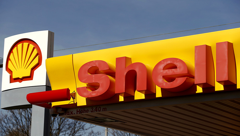 Shell's company logo is pictured at a gas station in Zurich in this April 8, 2015 file photo. REUTERS/Arnd Wiegmann/Files